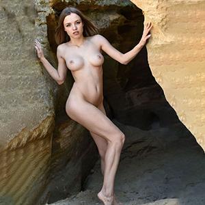 Top modelka Viona call girls 7 Escort Berlin poznaje seks z szelkami i szpilkami na życzenie za pomocą czerwonego wyświetlacza
